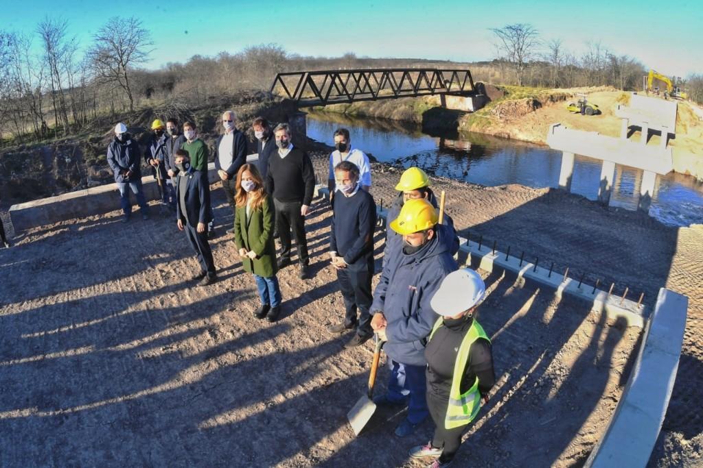 Luján: El Intendente y el Gobernador supervisaron las obras del nuevo puente de Olivera