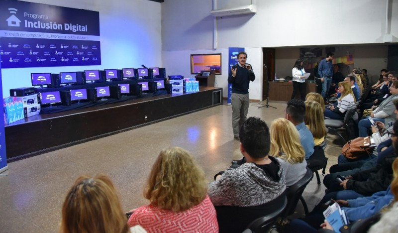 San Martín: La mayoría de las escuelas ya cuentan con conexión a Internet