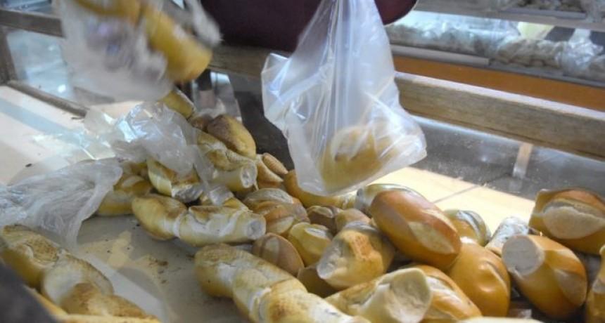 """Hugo Natale: """"La situación es terrible, la gente viene a las panaderías y pide 20 ó 30 pesos de pan"""""""