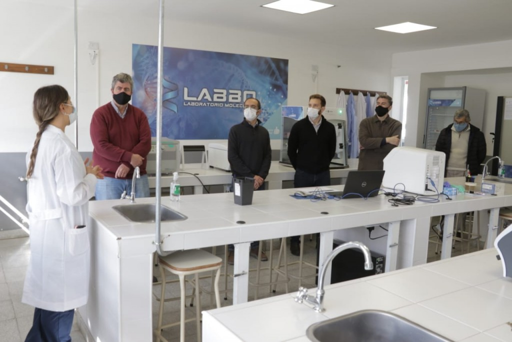 Bolívar: Pisano recorrió el Laboratorio de Biología Molecular (LABBO) junto a referentes de instituciones