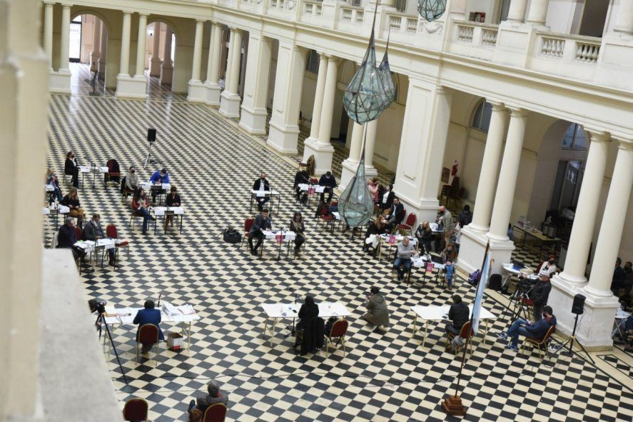 La Plata: El Concejo Deliberante suspendió la sesión por un caso positivo de un edil