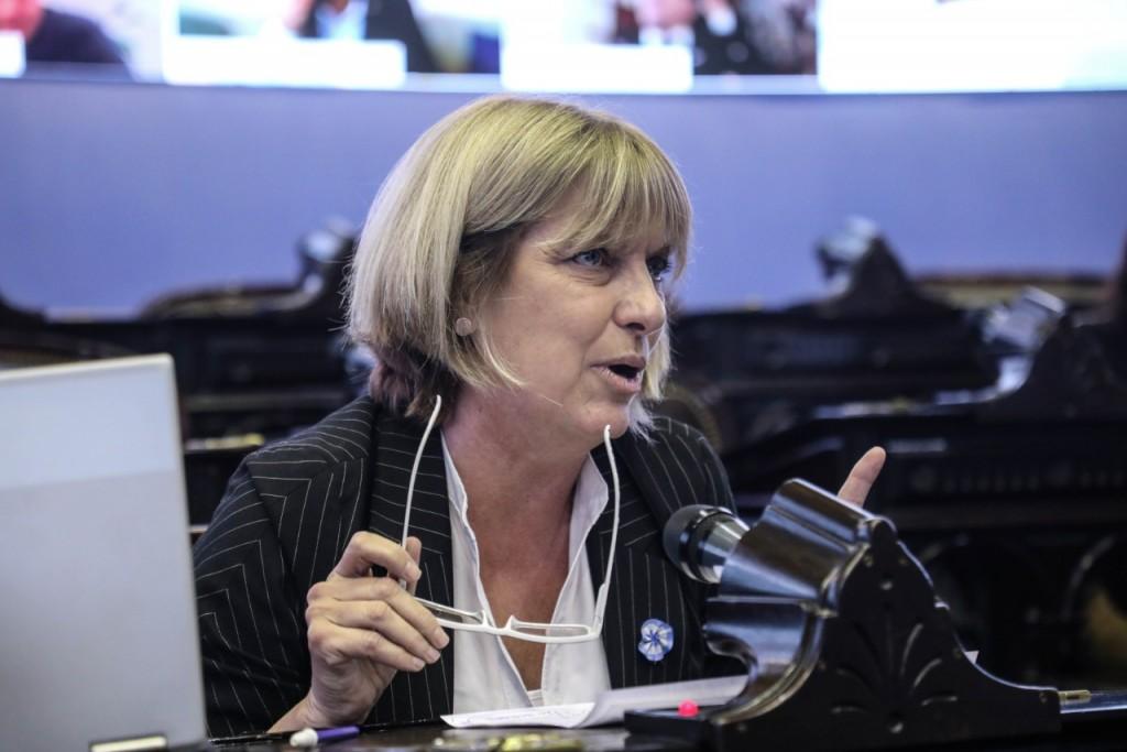 Claudia Bernazza presentó proyecto de ley de Ingreso Igualitario a la Administración Pública