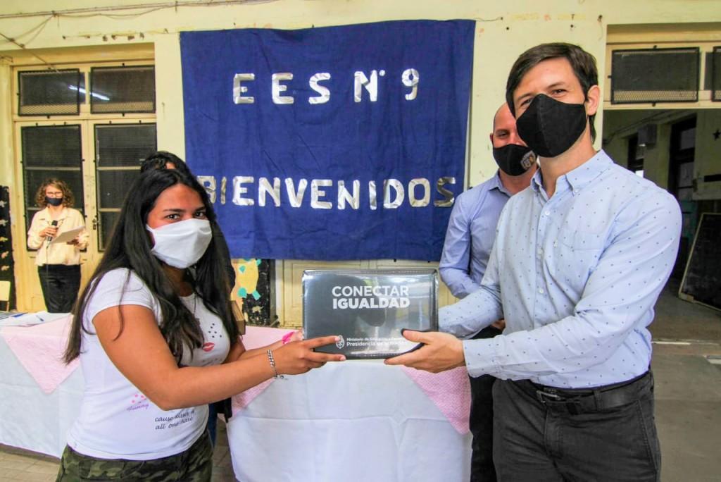 Continúa la entrega de Netbooks a estudiantes de San Vicente
