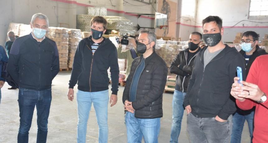 Berisso: Cagliardi recibió al ministro Larroque y firmaron un convenio para la construcción de un SUM en La Franja