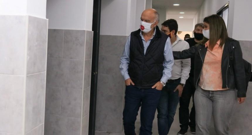 Lanús: Grindetti recorrió las obras en escuelas