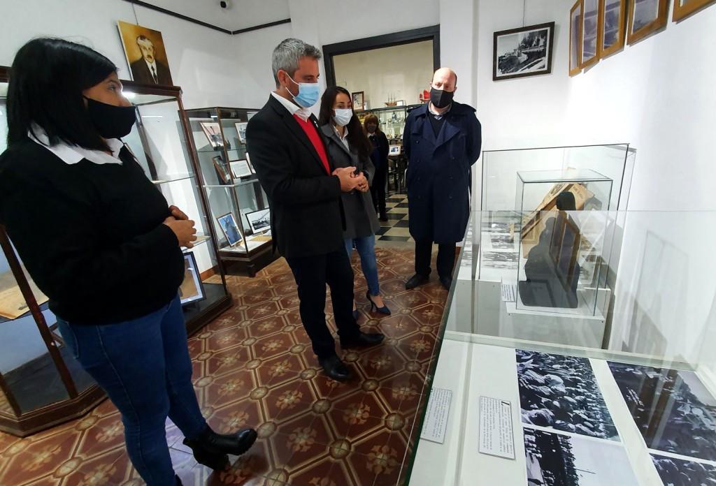 Colón (ER): El Museo expone cartas, fotografías y objetos en homenaje a Quirós