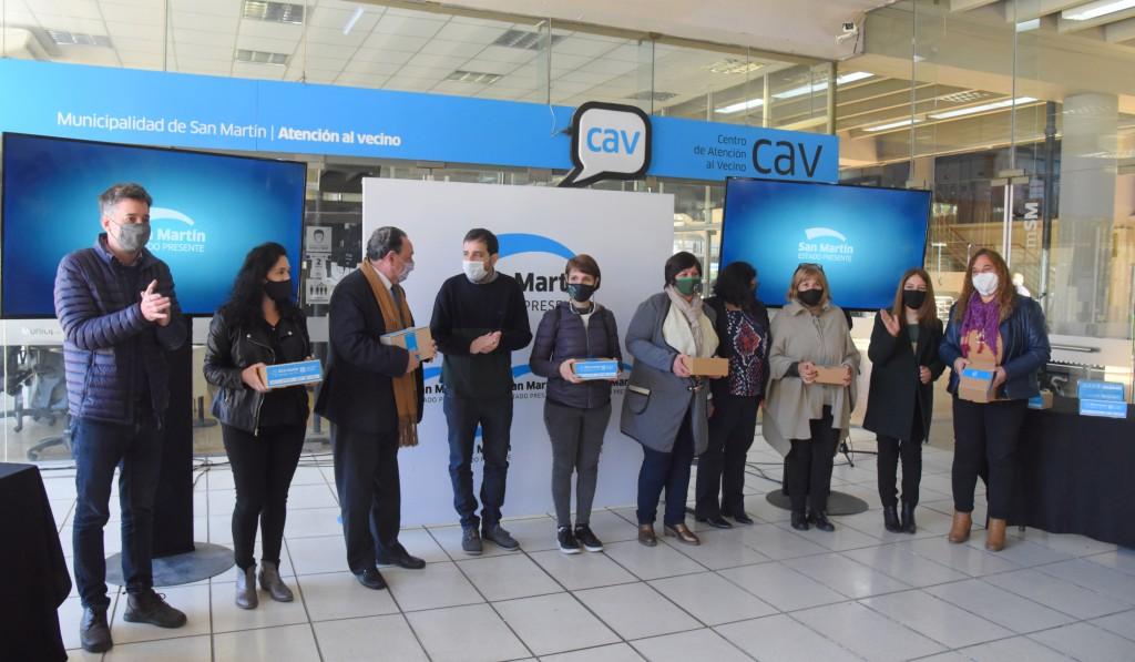 San Martín: Fernando Moreira entregó medidores de dióxido de carbono a escuelas de gestión privada