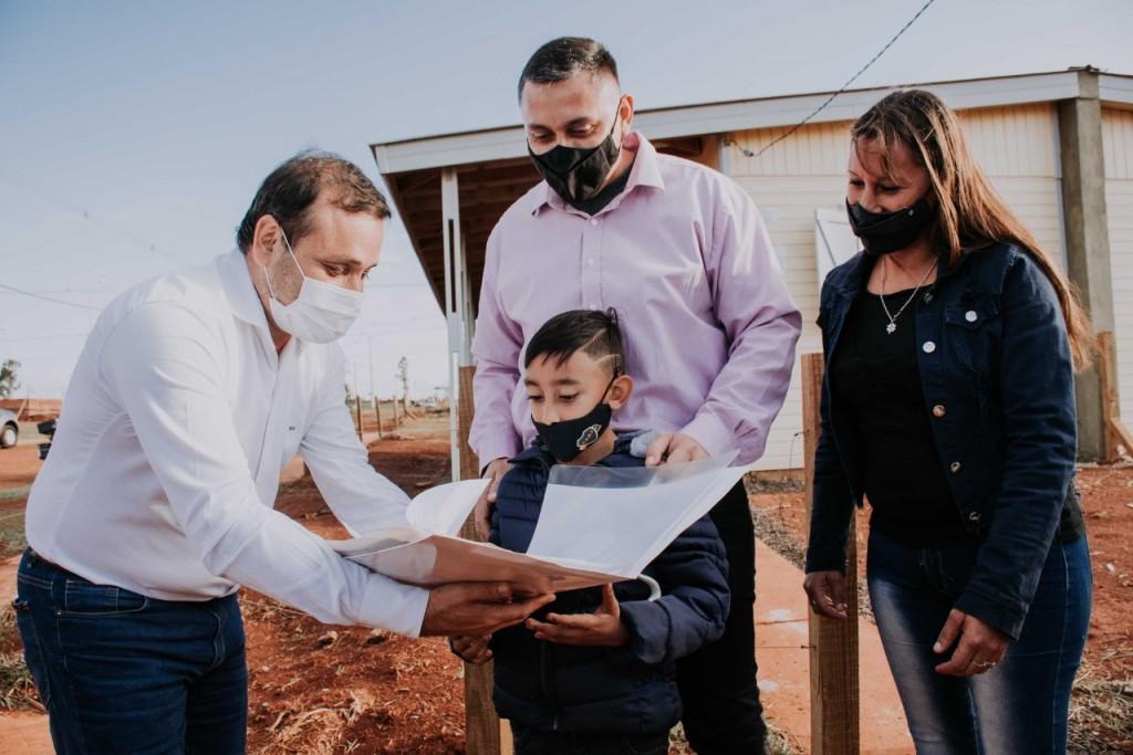 Posadas: El Gobernador entregó más de 50 viviendas en la Provincia