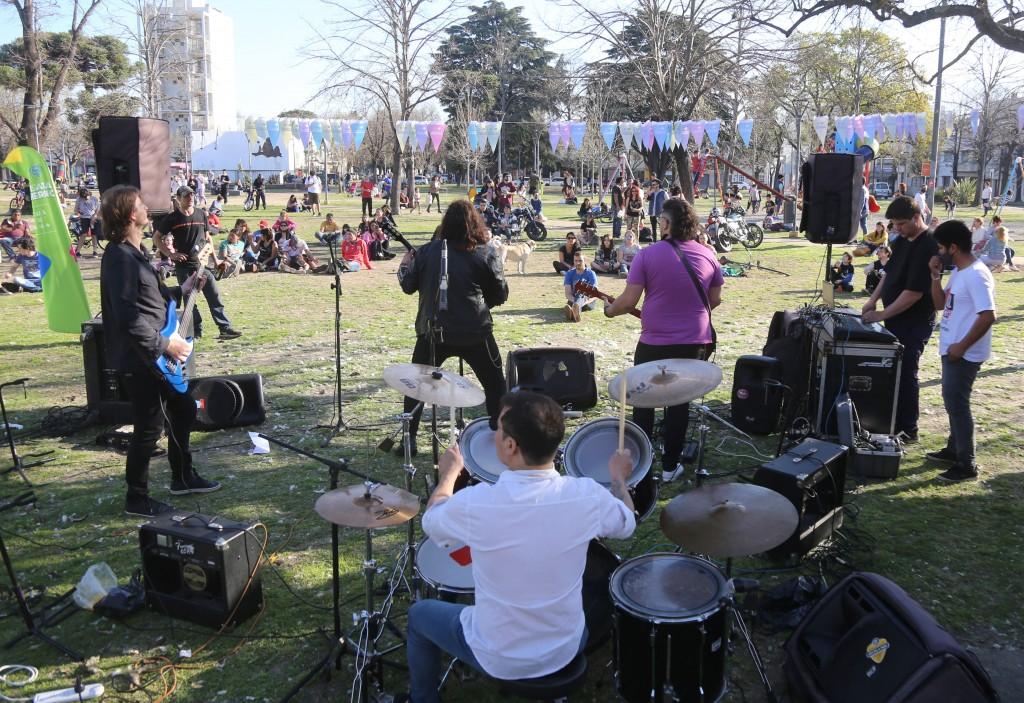 La Plata: Más de 130 artistas locales salieron a escena este fin de semana en distintos espacios públicos del distrito