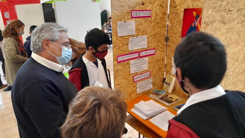 Gral. Villegas: El Intendente Campana recorrió la expo ciencia que se realizó en el distrito