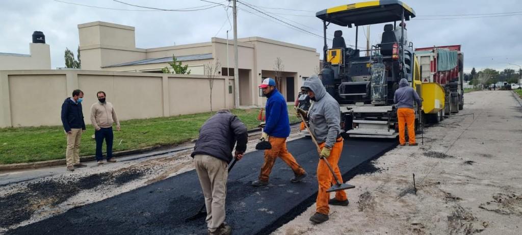 Rivadavia: El Intendente Javier Reynoso recorrió la obra de pavimento del barrio sur