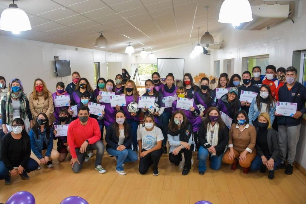 Gral. Rodríguez: Se presentó el primer equipo municipal femenino de fútbol