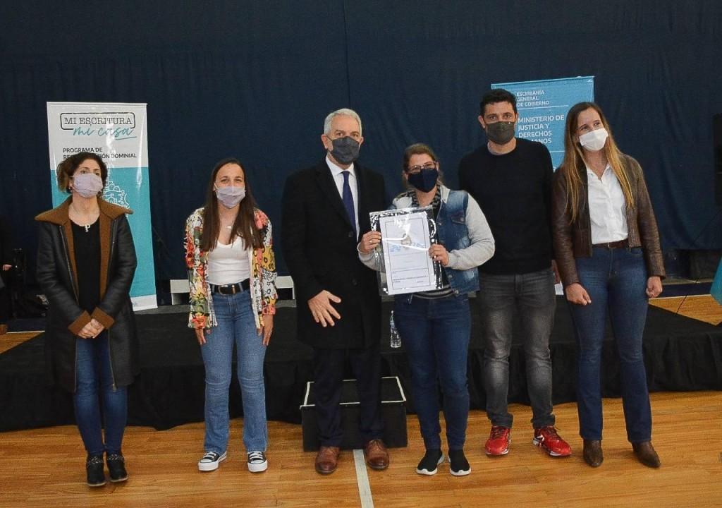 Gral. Rodríguez: El Intendente García realizó un acto de entrega de escrituras