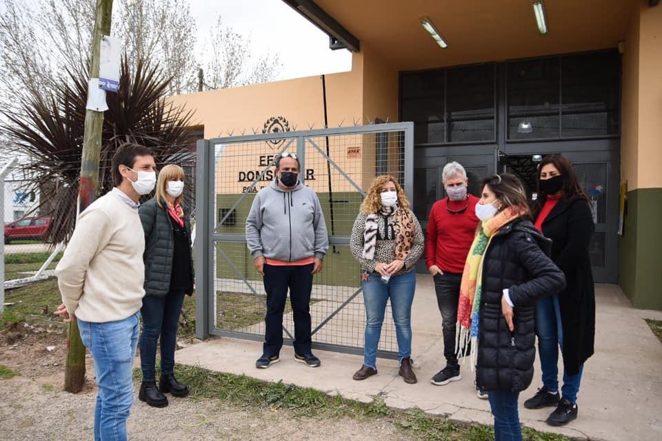 San Vicente: Nicolás Mantegazza entregó mobiliarios a la Escuela Primaria N°10