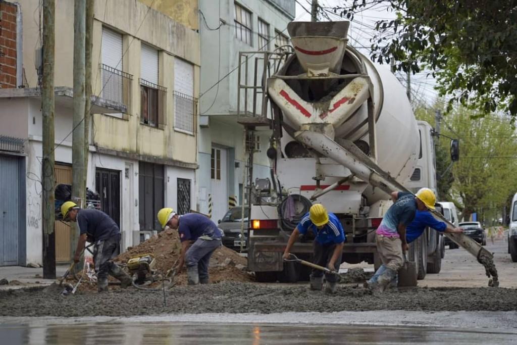 Quilmes: El Municipio continúa con las tareas de pavimentación en la zona oeste del distrito