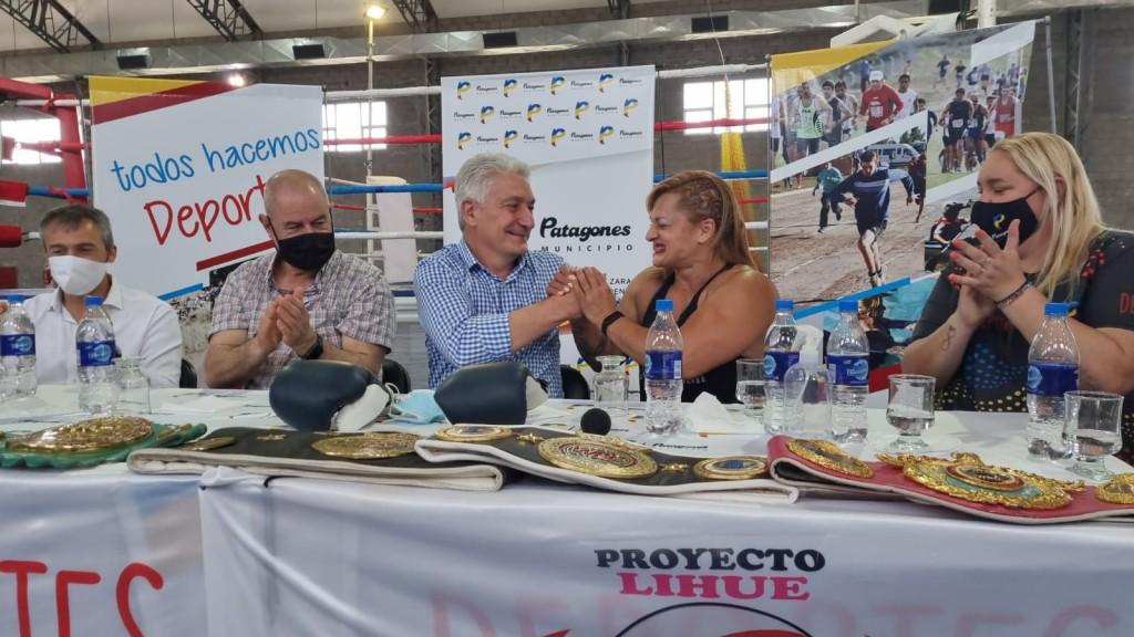 Patagones: El Intendente Zara recibió a la séxtuple campeona de boxeo, Alejandra