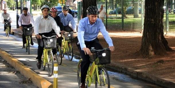 """¿Albert Einstein o Macri?: """"Gobernar es como andar en bicicleta, para mantener el equilibro hay que seguir pedaleando"""""""