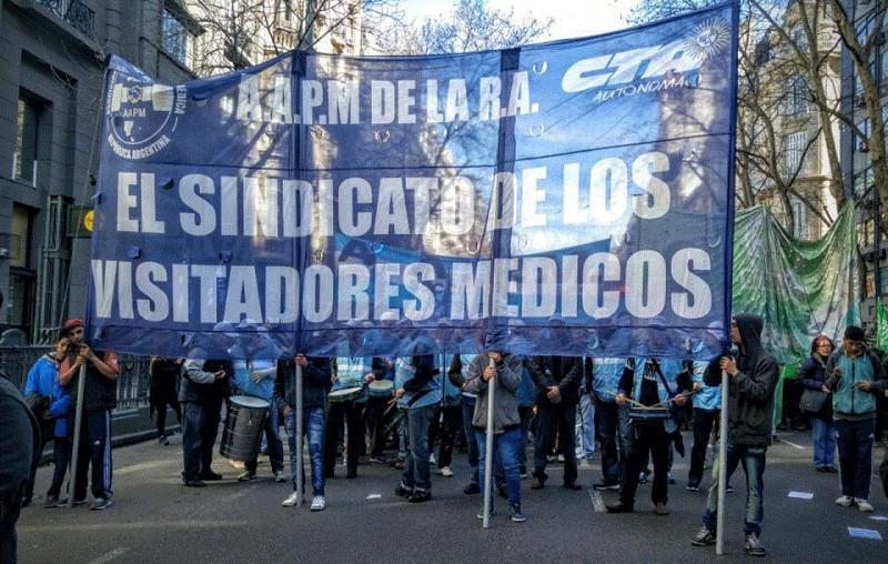 Visitadores Médicos rechazan flexibilización laboral en la puerta del Ministerio de Trabajo