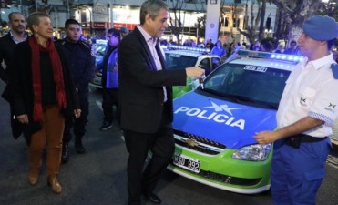 Avellaneda: Ferraresi entregó 21 móviles reparados a la Policía Local