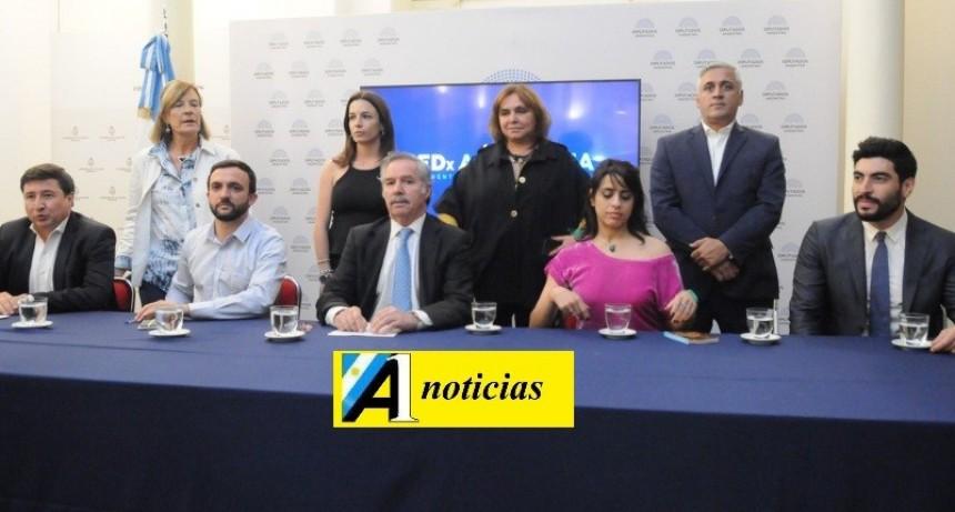 Felipe Solá dejó el bloque de Massa junto a otros cuatro diputados