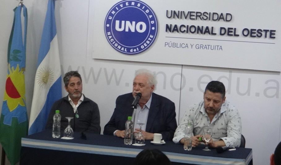 """Ginés González García: """"Cuando comparamos chicos con mala nutrición vemos que crecen 2 ó 3 centímetros menos"""""""
