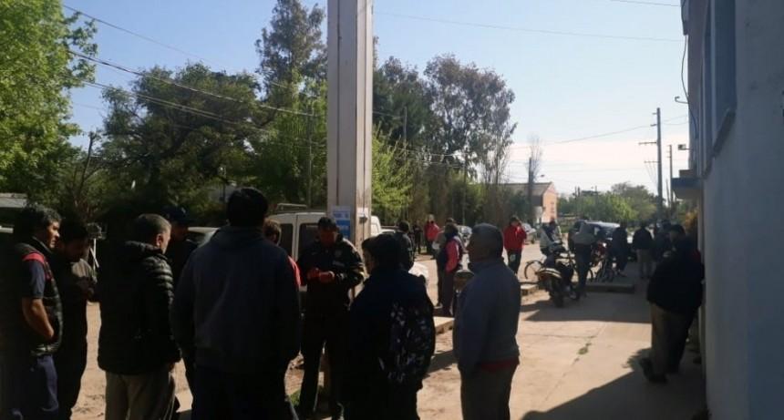 La Reja: Cien trabajadores en la calle por cierre de una fábrica de cortinas y aberturas