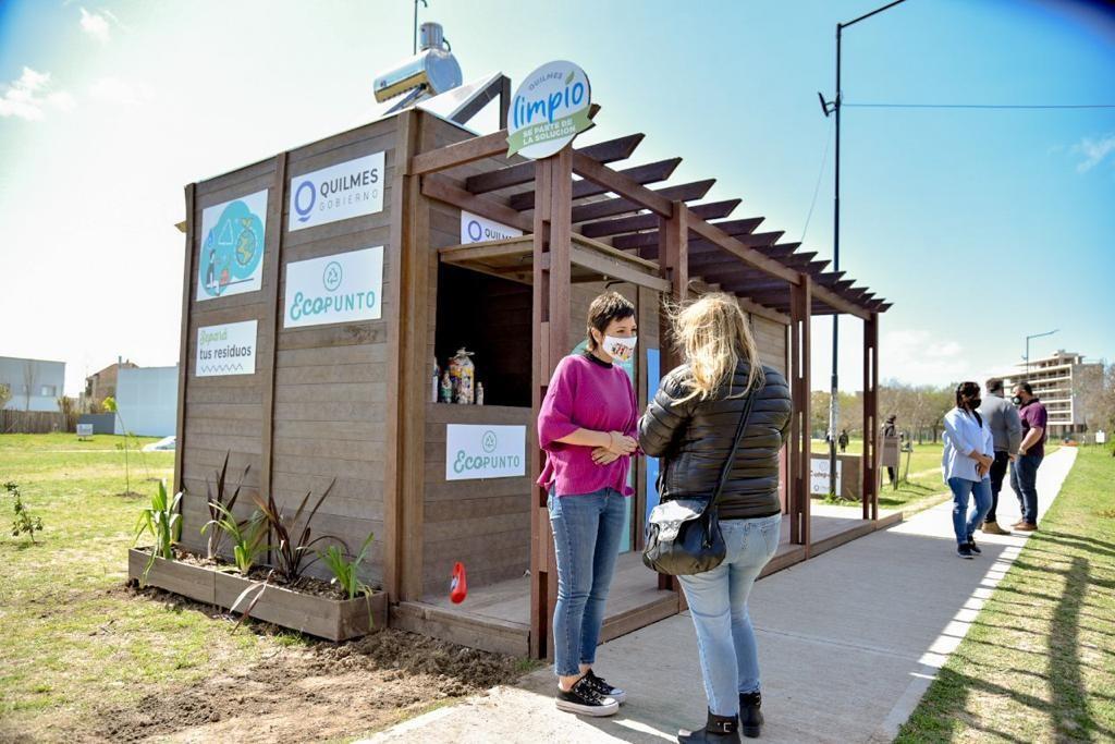 Quilmes: Mayra Mendoza inauguró el 5° Ecopunto de material reciclado en el Parque lineal Don Bosco