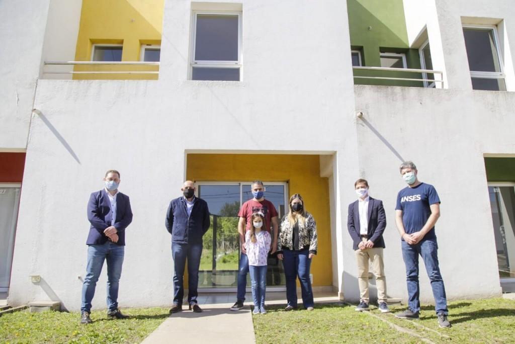 Lincoln: Se entregaron 3 nuevas viviendas del Desarrollo Urbanístico