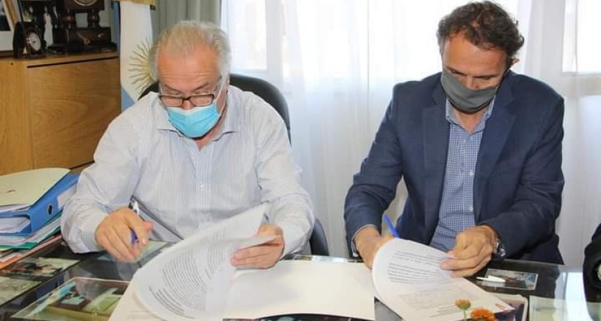 Roque Pérez firma convenios para el desarrollo de obras de agua, cloacas y saneamiento