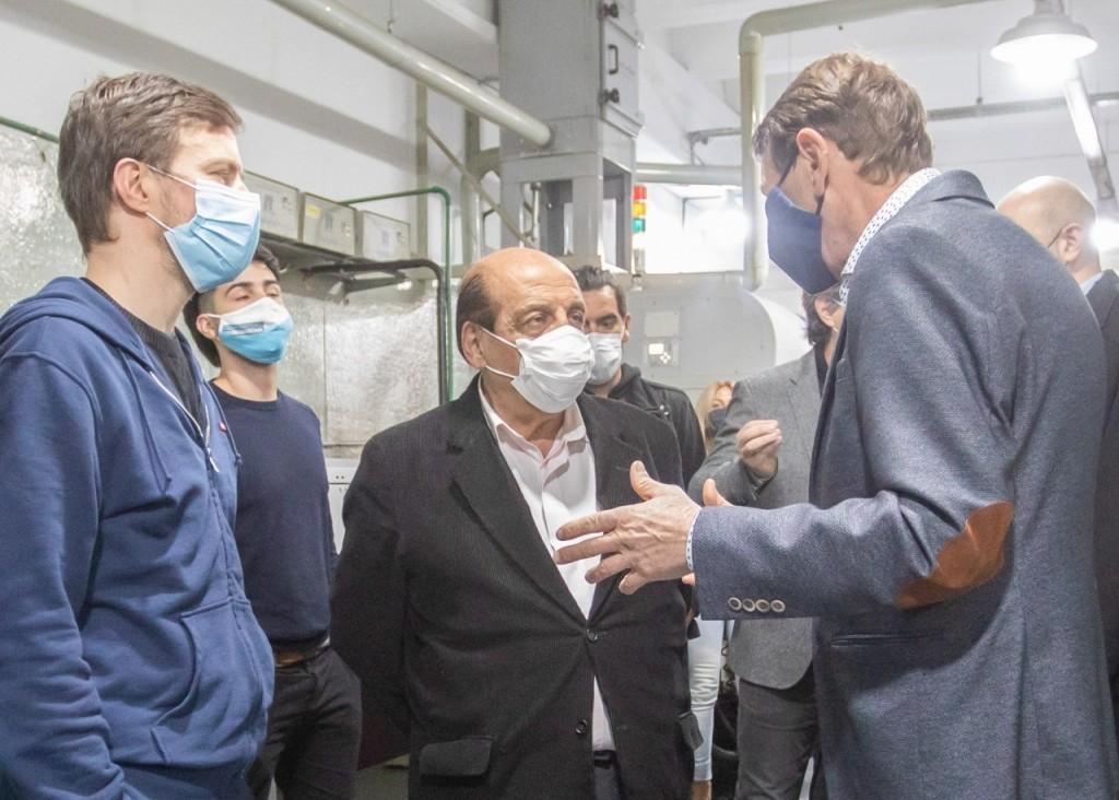 Berazategui: Mussi y el Ministro Costa recorrieron una PyME de Insumos Médicos