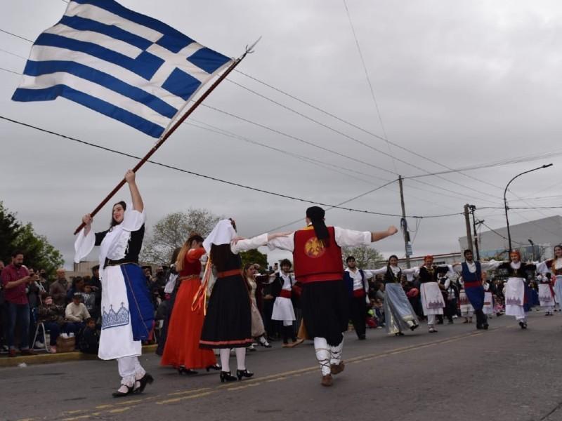Berisso: Con el tradicional Desfile de las Colectividades cerró la 44° Fiesta del Inmigrante