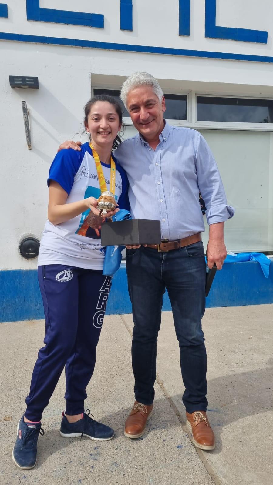 Patagones: El Intendente Zara recibió a la Campeona Mundial de Patín, Eliana Almendra