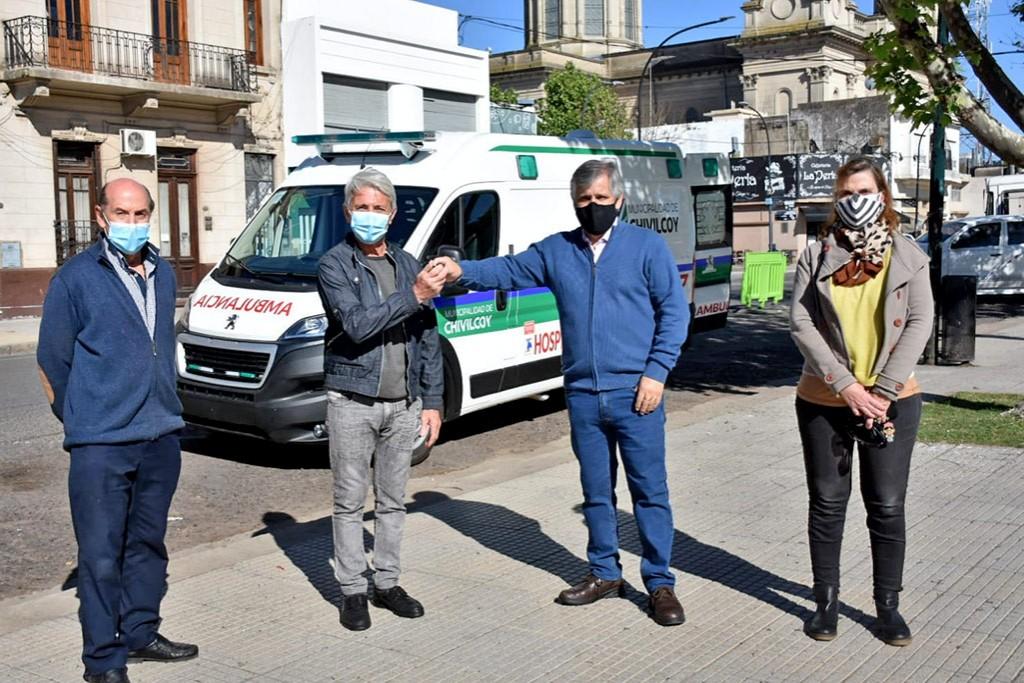Chivilcoy: El Municipio adquirió una nueva ambulancia de alta complejidad y se presentó el nuevo tractor