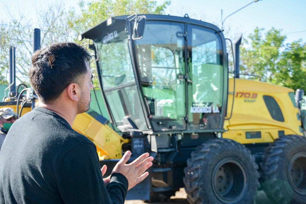 C. de Areco: El Municipio incorporó una motoniveladora y una camioneta 0KM