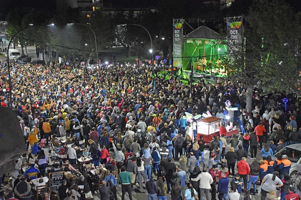 Chivilcoy: Una multitud disfrutó de los shows musicales por el 167° aniversario de la ciudad