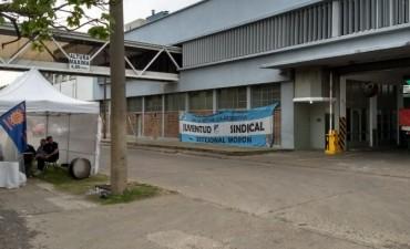 Merlo: Trabajadores de IMSA rechazan con un acampe despidos en la fábrica