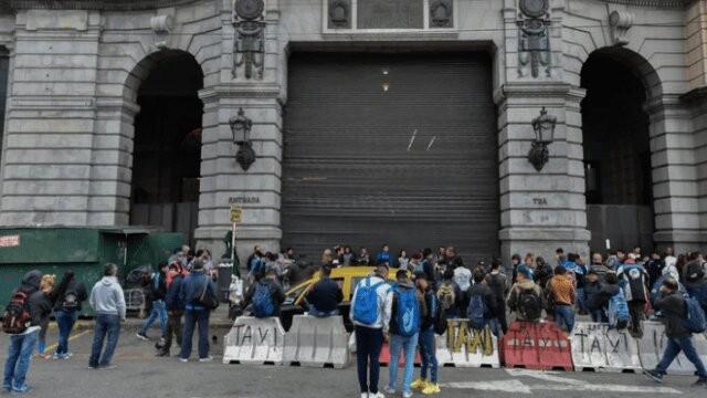 Sorpresivo paro de trenes y cientos de afectados por la medida de fuerza