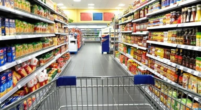 Según la Defensoría, la canasta básica de alimentos aumentó más del 56% en un año