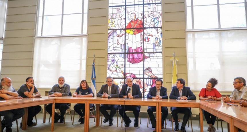 El obispo Jorge Lugones recibió a Alberto Fernández junto a movimientos sociales