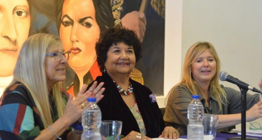 """Ituzaingo: Dora Barrancos y Cristina Álvarez Rodríguez encabezaron la actividad """"Reflexionamos"""""""