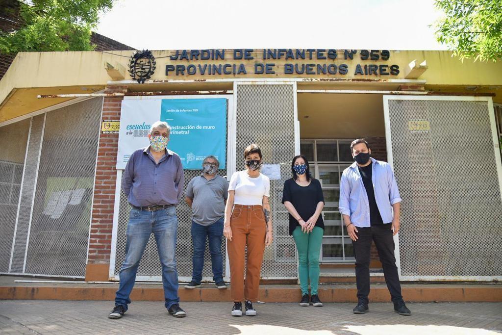 Quilmes: La jefa comunal entregó mobiliario escolar al Jardín de infantes 959