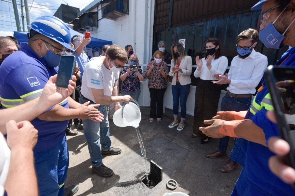 Moreno: Simone y la intendenta Fernández habilitaron la nueva red de desagües cloacales