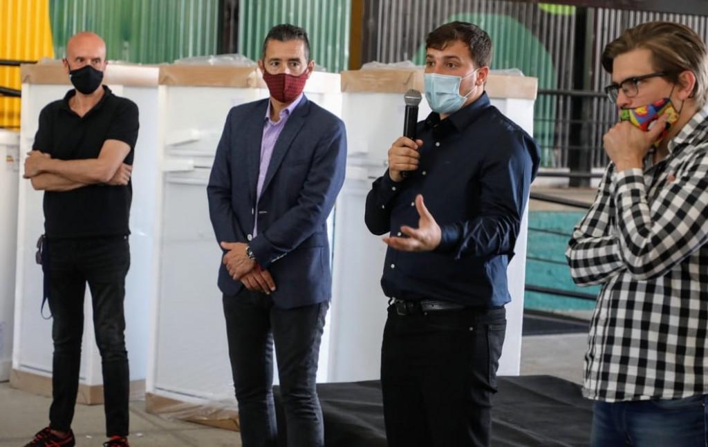 Avellaneda: El intendente Chornobroff entregó electrodomésticos para los polideportivos