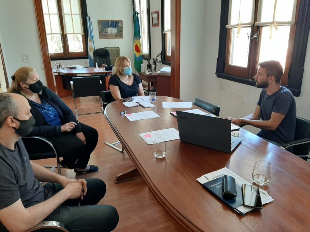 Gral. Arenales: La intendente Erica Revilla, se reunió con parte del equipo de producción