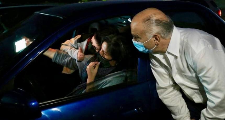 Lanús: Grindetti asistió a la primera función del Ciclo de Autocine en Escalada Este