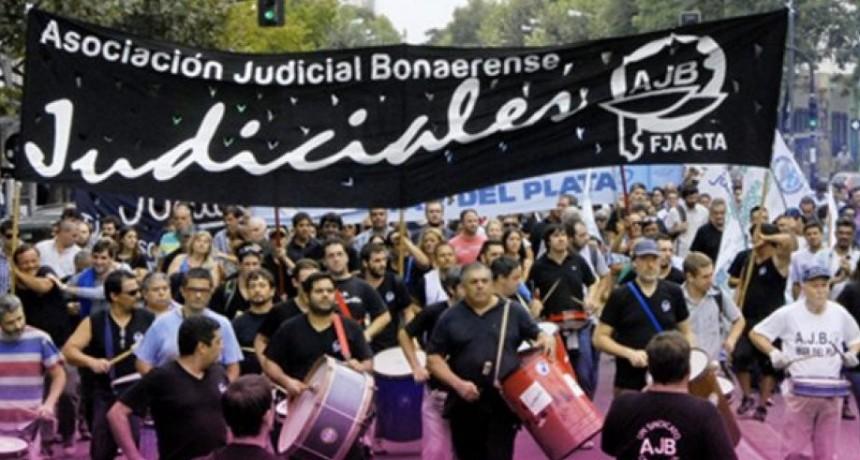 Los Judiciales aceptaron el aumento del 27% propuesto por la provincia