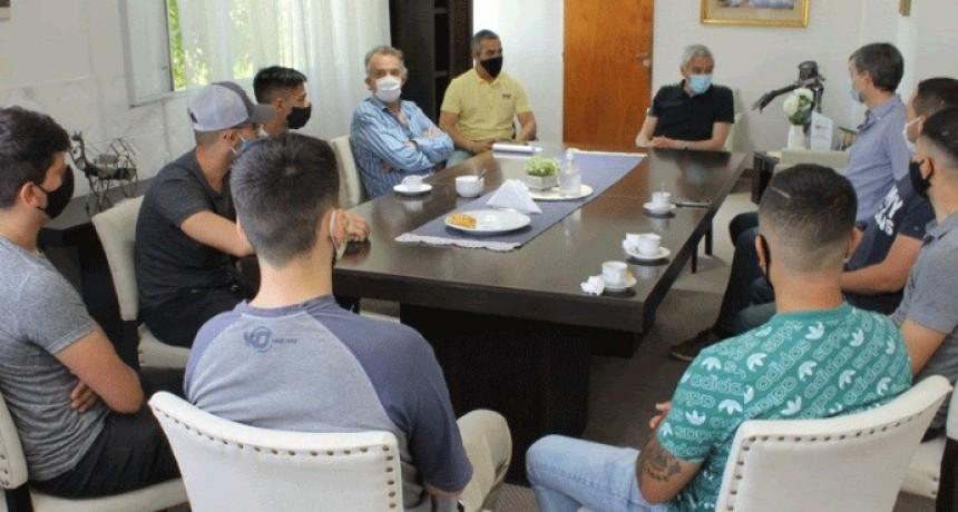 Berisso: Cagliardi recibió a empresarios y a jóvenes que obtuvieron su primer empleo