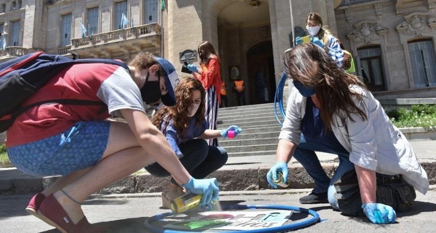 B. Blanca: Intervención urbana por el Día Internacional de los Derechos del Niño, Niña y Adolescente