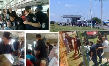 Operativo policial requisa e identifica a manifestantes que van al Congreso