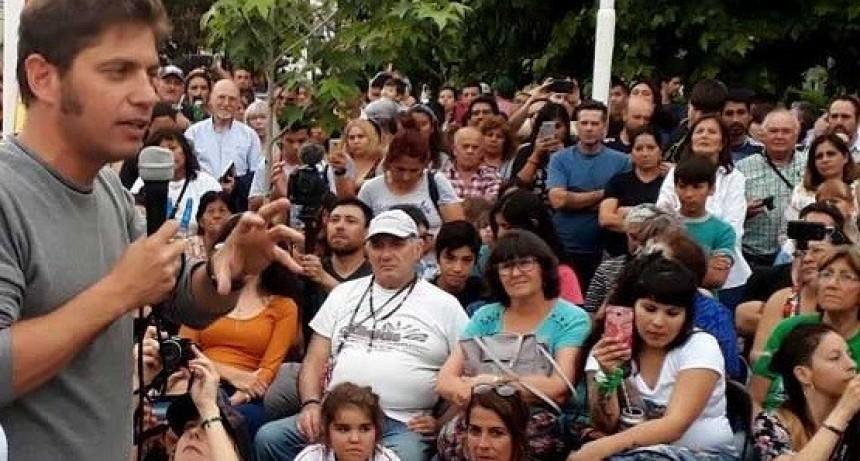 Pilar: Kicillof encabezó un acto opositor frente al municipio